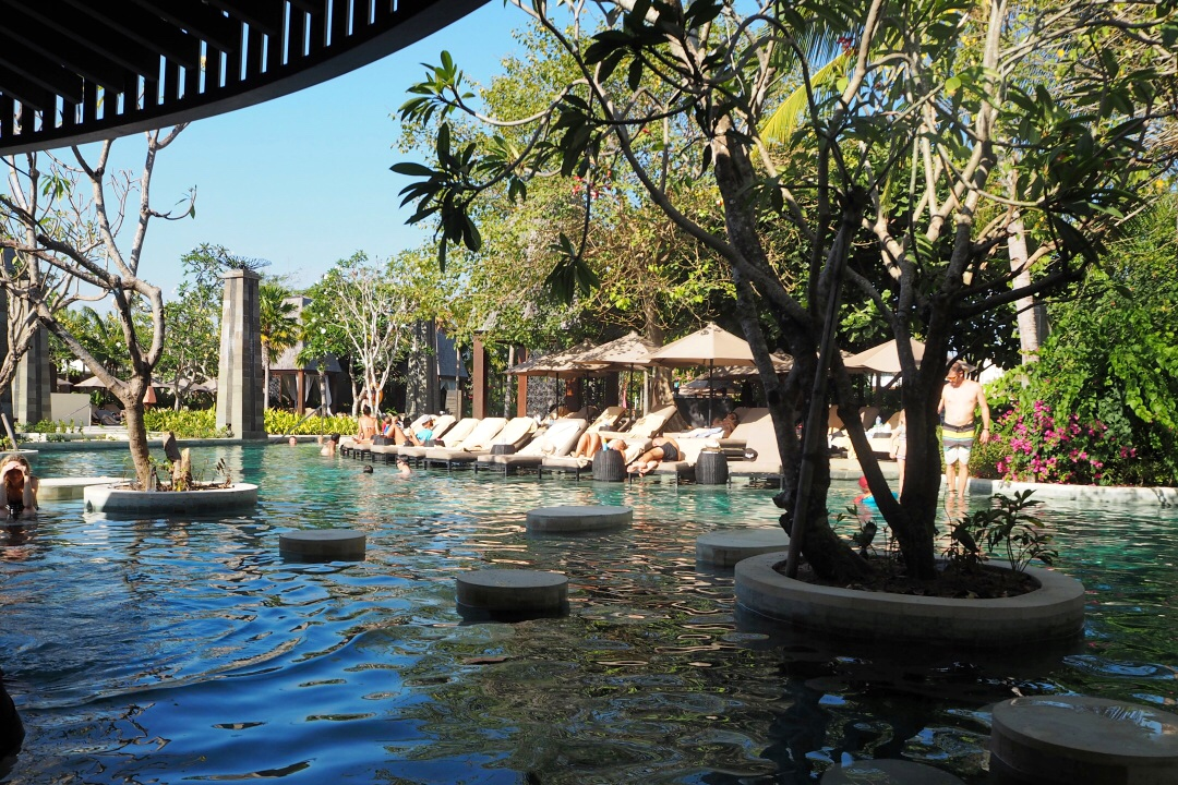 Sofitel Bali Nusa Dua Beach Resort L'OH Pool Bar | joanne-khoo.com