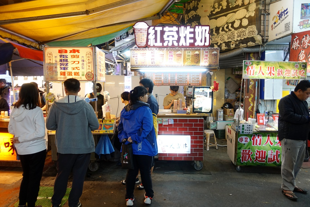 Feng Chia Night Market (逢甲夜市) - 红茶炸奶 | joanne-khoo.com
