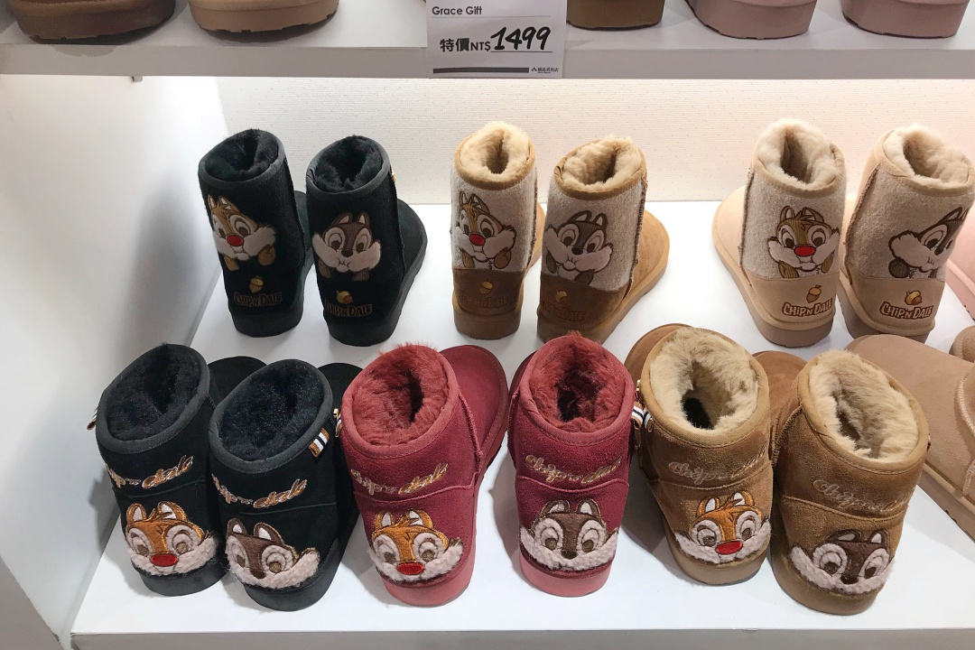 Taipei Eslite Department Store - Grace Gift Chip 'n' Dale Tag Contrast Fleece Snowboot | joanne-khoo.com