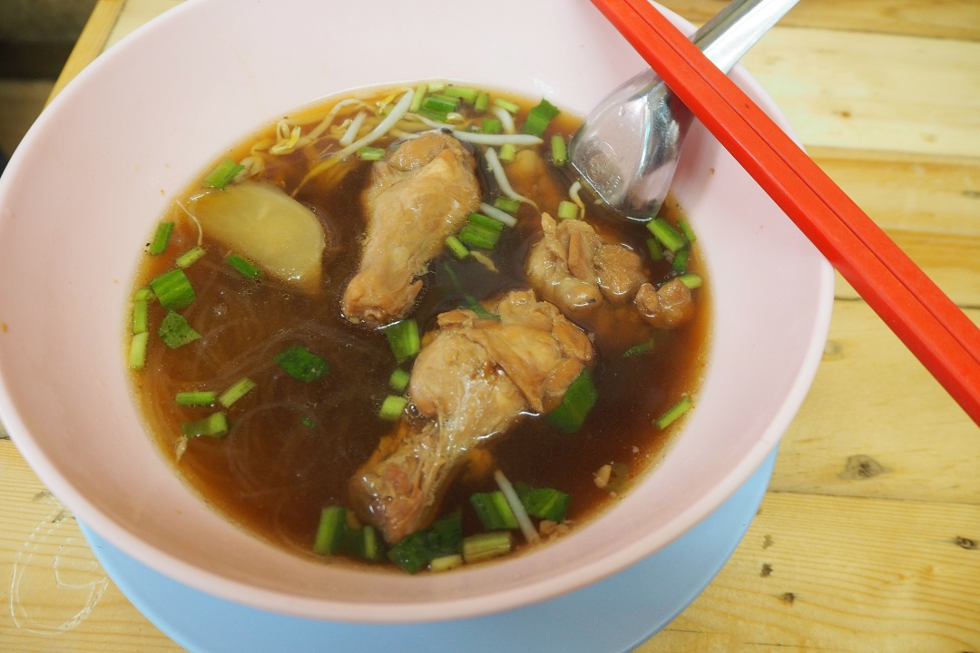 August 2018 Bangkok | Chatuchak Weekend Market - Noodle Soup with Chicken | joanne-khoo.com