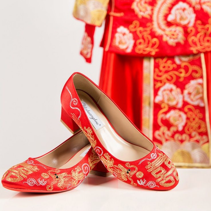 Traditional Chinese Wedding Heels 双喜绣花龙凤婚鞋 | joanne-khoo.com