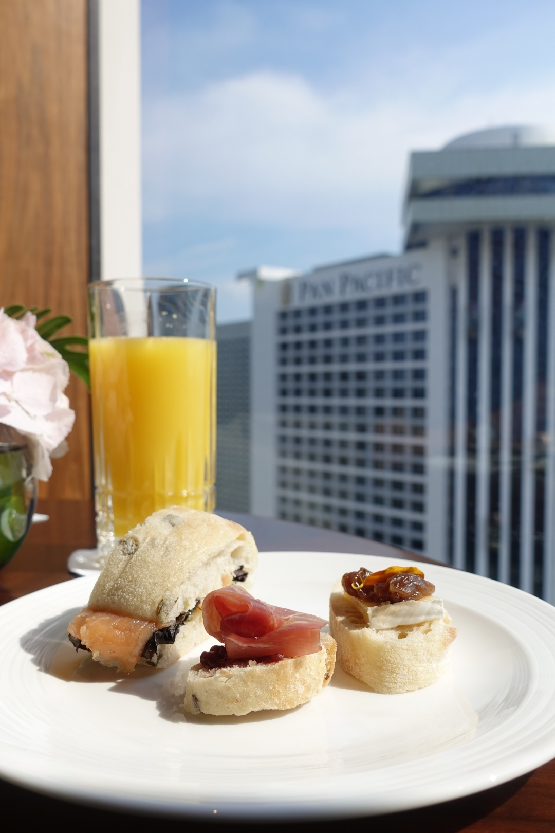 Conrad Centennial Singapore - Level 31 Executive Lounge | joanne-khoo.com