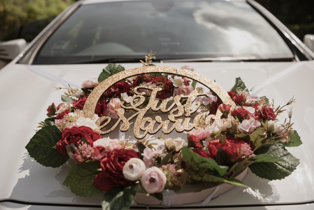 Bridal Car with Car Decor | joanne-khoo.com