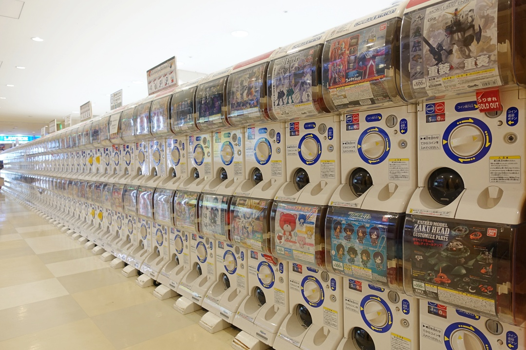 Japan Narita Airport Gacha Machine | joanne-khoo.com